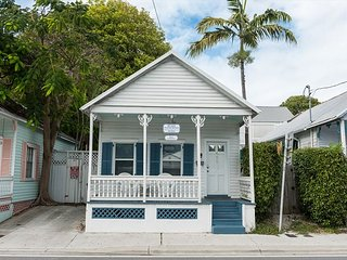 Almost Southernmost- Private Hot Tub - Half Block To Duval St. Sleeps 6, Cayo Hueso (Key West)