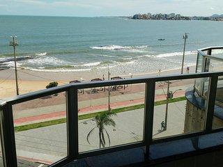 Guarapari - Praia do Morro. Cobertura Triplex frente p/ o mar.