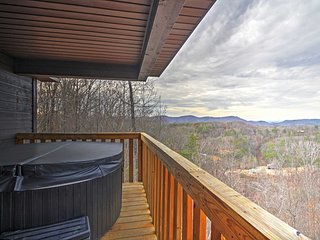 Remodeled1BR Sevierville Cabin w/Hot Tub!