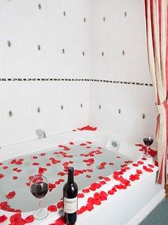 Grant Deluxe Bedroom - double whirlpool / shower combination