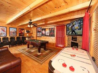 2 Hot Tubs with TVs, Theater Room, Indoor/Outdoor Resort Pool, Sevierville