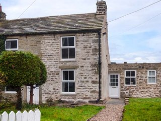 HOLMLEA end-terrace stone cottage, woodburning stove, WiFi, pet-friendly, in Mickleton, Ref 935783, Middleton in Teesdale