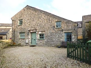 LADY BARN beautiful stone barn conversion, woodburning stove, pet-friendly, Gran