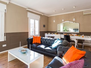 Vintage Plaza Universidad  apartment in Eixample Dreta with WiFi, airconditioning & lift., Barcelona