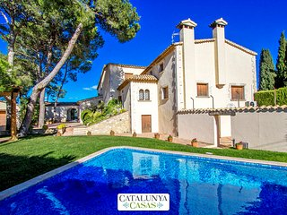 Historic mansion in Puigdalber for 15 guests, only 20 minutes from the beaches of Sitges, Puigdàlber