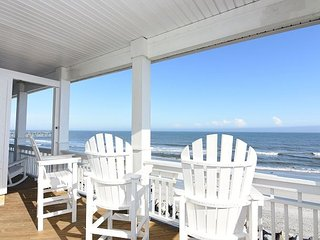 Dolphin Watch Whole– Enjoy this spacious oceanfront home with panoramic
