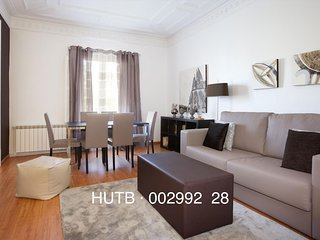Gran Universitat apartment in Eixample Esquerra with WiFi, airconditioning & lift., Barcelona