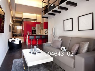 Camp Nou Duplex II apartment in Les Corts with WiFi, air conditioning & lift.