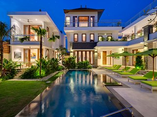 Villa Wiljoba - Spacious & luxurious design near Nelayan Beach, Canggu