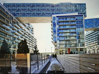 LUXURIOUS 2 BED/2BATH COMPLEX IN PRIME  DOWNTOWN TORONTO LOCATION
