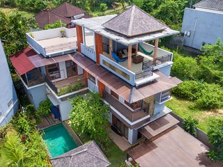 4 BDR Villa quiet area ocean view, Pecatu