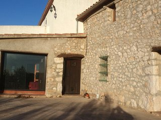 House - 35 km from the beach, Rossell
