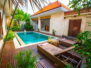 Luxury 2BR Villa in Perfect Location 4min to the beach close to Seminyak center