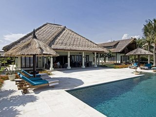 Villa Nusa Indah, Luxurious Beachfront villa near Lovina Bali