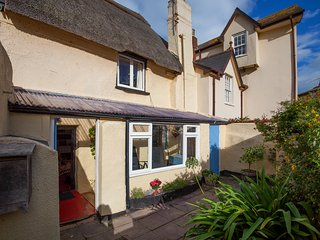 Quaint Thatched Cottage in Shaldon