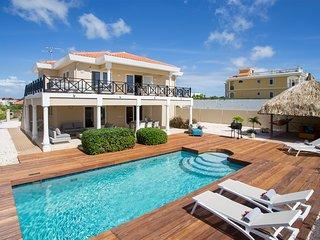 First-Class Villa direkt am Strand mit Meerblick, Pool und Lounge-Garten