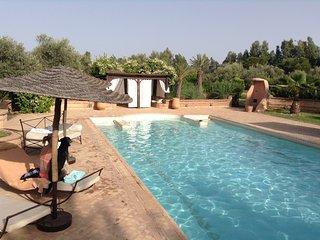 Villa Coco avec piscine de 18 m nichee dans son parc de 1 ha arbore d'oliviers