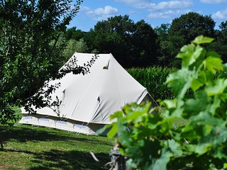 Bidas Vineyard Glamping-stylish bell tent,sleeps 4 with wifi, Pouillon