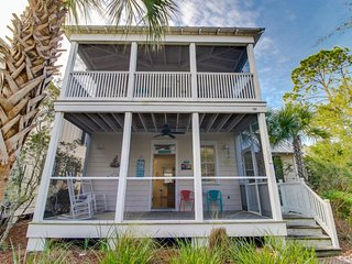 Coastal home w/furnished screened porch, shared pools/hot tub & more!, Port Saint Joe