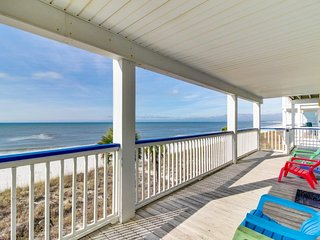 Oceanfront snowbird retreat w/sweeping sea views, beach access, & tranquility!