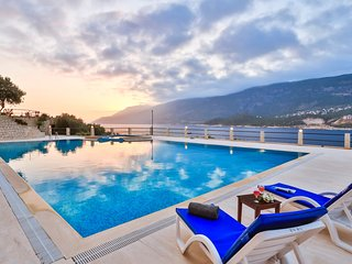 Lotus Apartment : Sea Platform, Large Pool, Sun & Relaxing......