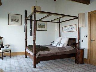STUNNING Barn Conversion Harrogate Sleeps 4, Parking, Helipad & Beautiful Views