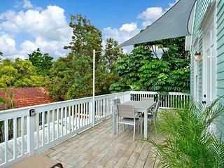 ~ MARTHA TRUMAN SUITE ~ Luxury Apt w/ Pvt Balcony, Steps to Duval St & Beach