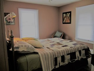 Bright, cozy, private, 1BR suite - Kingsville, ON