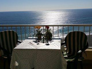 "Excellent beach frontline Apartment ""Elomar"" fantastic sea views in Almunecar"
