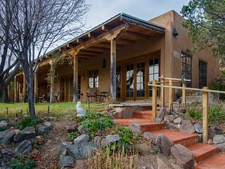Canyon View Retreat - Tranquil Setting, all Adobe Home with Views