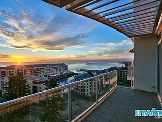 Unwind * 'De'Corso' Penthouse Colley Terrace  - Glenelg