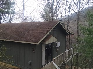 Helton Falls Lodge-Owl's Nest cabin-walk to falls!