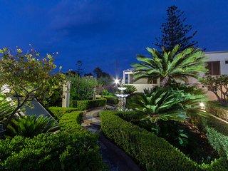 Komfortable Wohnung (Grün) in eines eleganten Hauses 50 Meter vom Meer entfernt.
