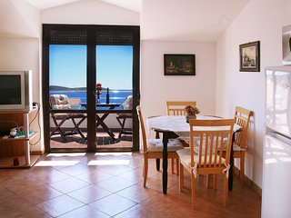 App SEVID(2+2), sea-view, close beach, TROGIR area