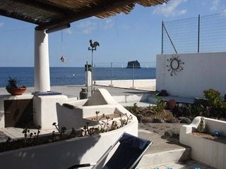 Nikita large two levels apartment with beautiful view, Stromboli