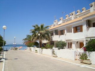Townhouse, ideal for families, close to the sea, patio, free wifi