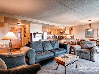 7th Night Free! Updated Kitchen & Bath, Views, Wi-Fi, Garage Parking, Elevator