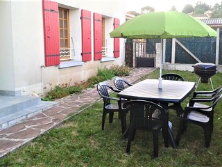 Apartment with 3 rooms in Aubenas, with wonderful mountain view, enclosed garden and WiFi - sleeps 6!