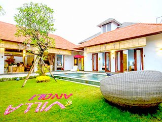 Villa Anoli, 3 Bedroom - Center of Seminyak - Kunti 1