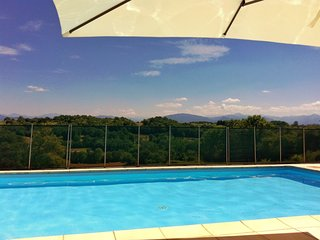 Idyllic Pyrenees cottage, pool, magnificent mountain views, peaceful location