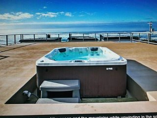 An forgettable retreat on the rooftop which has  amazing ocean front view, Rockaway Beach