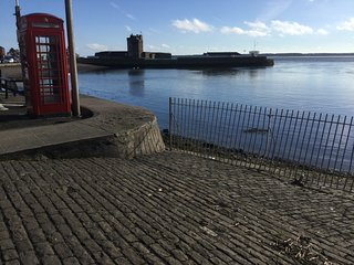 Beachfront apartment overlooking River Tay and Castle in central Broughty Ferry