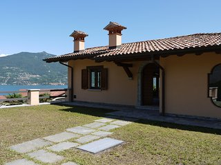 Menaggio Villa Sleeps 6 with WiFi - 5771325