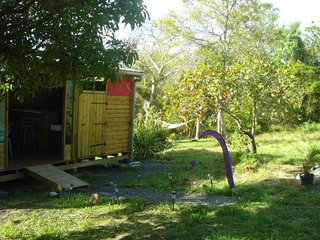 Grand bungalow 2 chambres dans un parc tropical