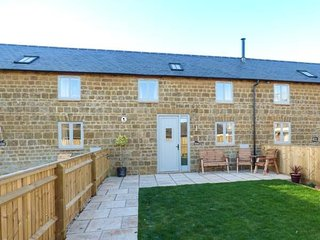 The Cow Byre in Little Tew (Near Soho Farmhouse) (Dog friendly up to 3)