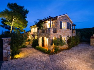 Villa Rosa Hvar- Luxury Apartment Rosemary with the pool