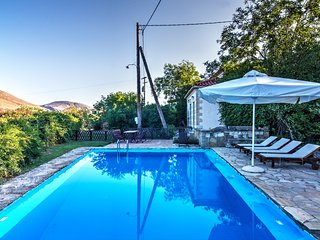 Olive Farm Cottage, private Pool, away from the Usual, back to Nature