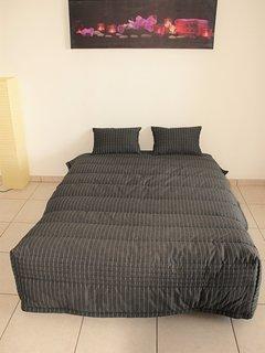 ...et côté chambre instantanément, grâce au canapé de type BZ. Literie en 140, densité de 35 kg/m³
