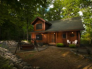 Beautiful Pentwater-area Cabin Near Lakes, Beaches, Shopping, Eatimg & more!