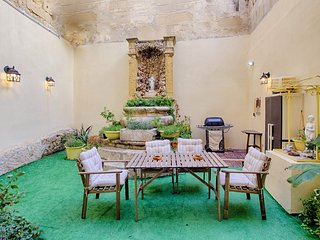 Knight's Den. Luxury & Relaxation, Birgu (Vittoriosa)